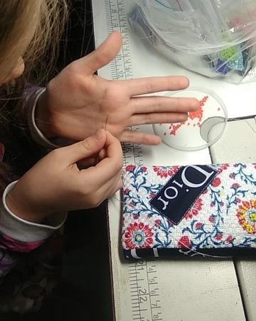 Ателье Москва Сестрорецк on Instagram Чехол в подарок Несколько швов Маня сделала на машинке остальное маме пришлось помочь Сидит теперь бисе