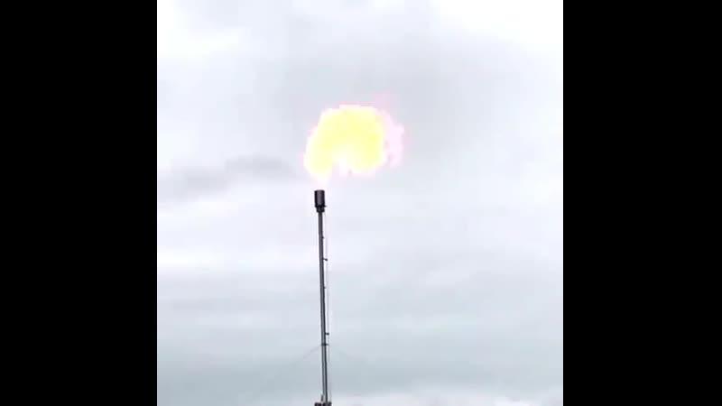 Процесс поджигания попутного нефтяного газа