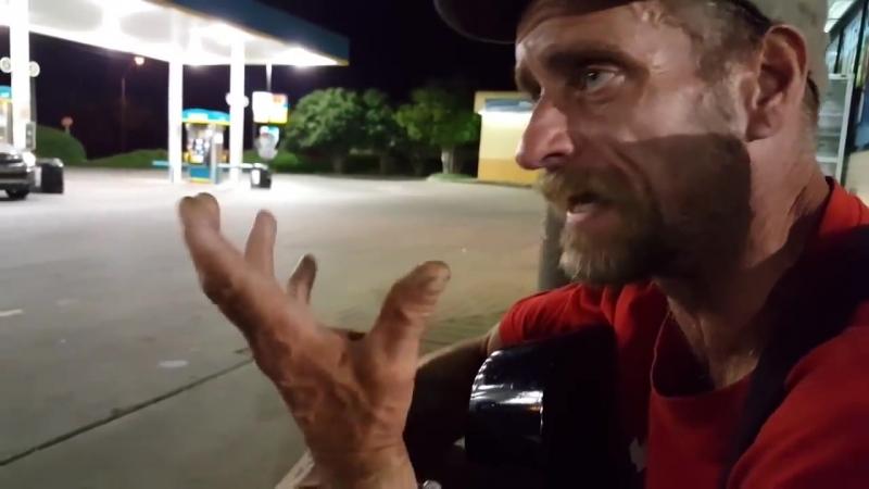 Бездомный парень рубит правду - В поисках смысла.mp4