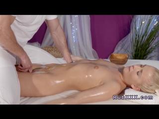 Порно сиськи массаж масло