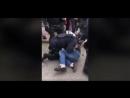 Chef des Jobcenters wird bei einer Demo gegen Nazis recht robust niedergerangelt und verhaftet