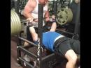 Брэндон Пердю жим лежа 256 5 кг на 2 раза
