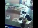 O menino que dormiu na aula e tentou usar uma cadeira como mochila