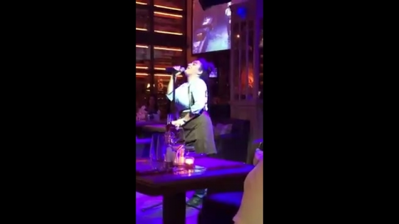 Петербургская официантка спела в ресторане песню Уитни Хьюстон 6 sec