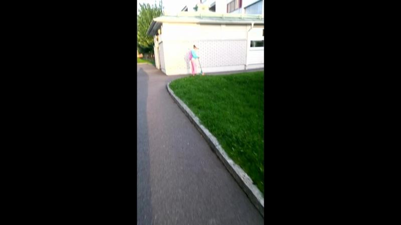 Mathilda är på väg till skolan 🌞