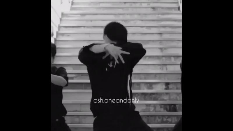 Сэхун спойлерит танец Исина