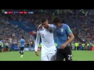 футбол - это голы, очки... и секунды, которые уступающие в счете не хотят терять.