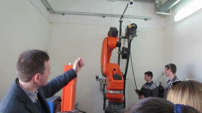 робот-сварщик в действии, Хреновской лесной колледж, 10.04.2018г.