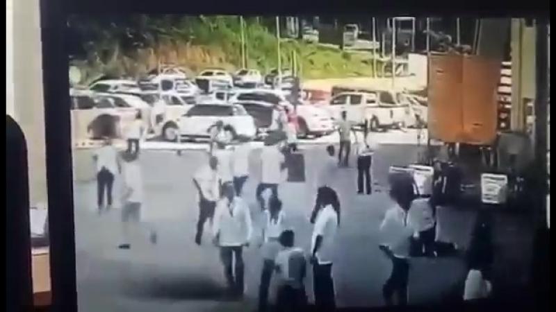 WATCH Kuha ng CCTV sa flag raising ceremony kung saan binaril si Tanauan City Mayor Tony Halili kaninang umaga via @dzrh5 Val