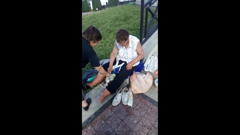 Жанна Нечипорёнок и БОМЖиха на ПМЖ у Собора на Немиге