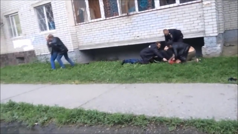 Жесткое нападение на полицейских... убийство драки..