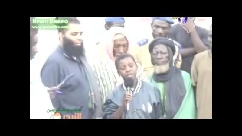 Вести из Нигера мальчик Закария читает Коран (240p).mp4