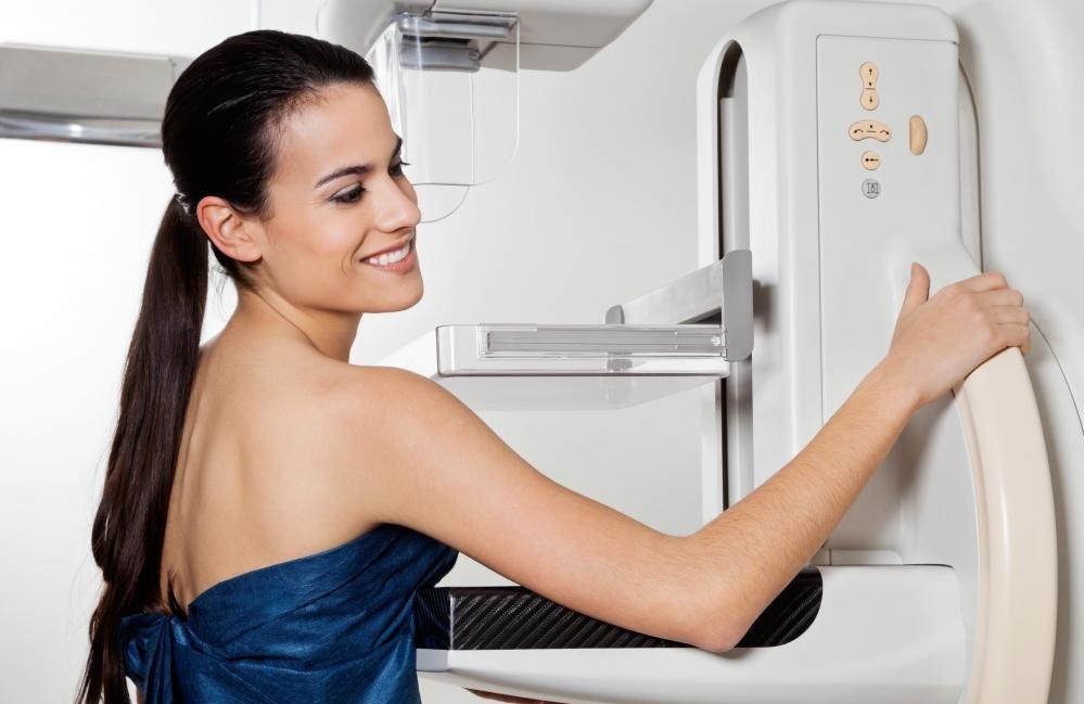 Во многих случаях вторая маммограмма и другая медицинская визуализация будут использоваться, чтобы узнать больше об аномальных массах в груди.