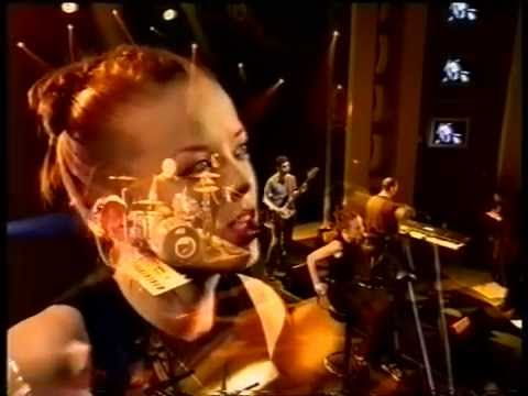 Garbage The Trick is to Keep Breathing acoustic Nulle Part Ailleurs, January 1999 1