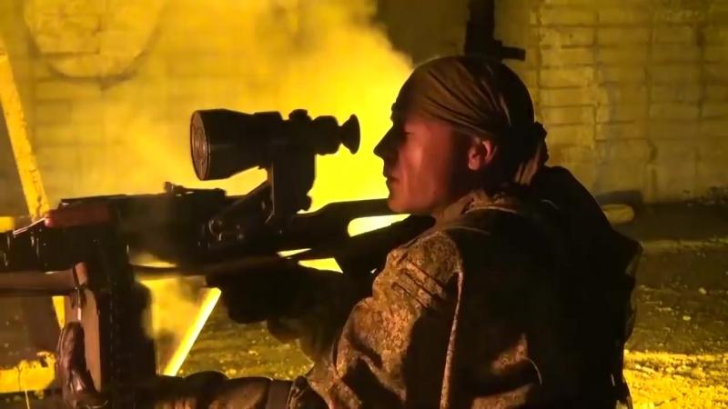 Ночная тренировка разведподразделений ВВО по штурму захваченного здания.