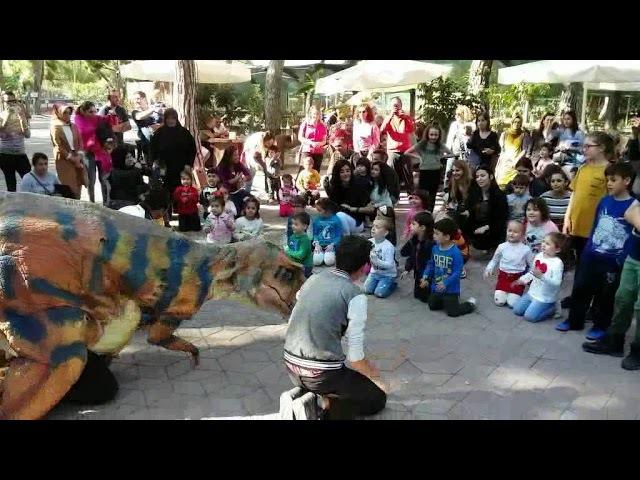 Веселые Танцы с ДИНОЗАВРОМ Развлекательное видео для детей Video For Kids Toys And Milli