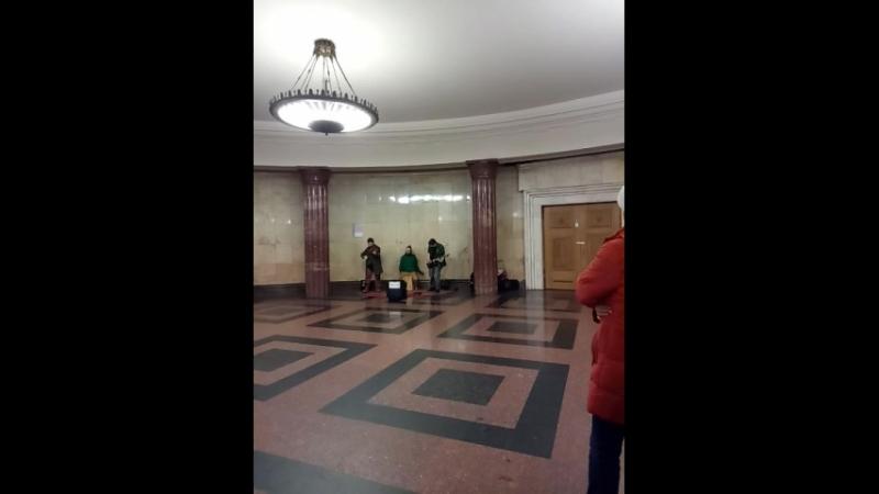 музыка в метро 2