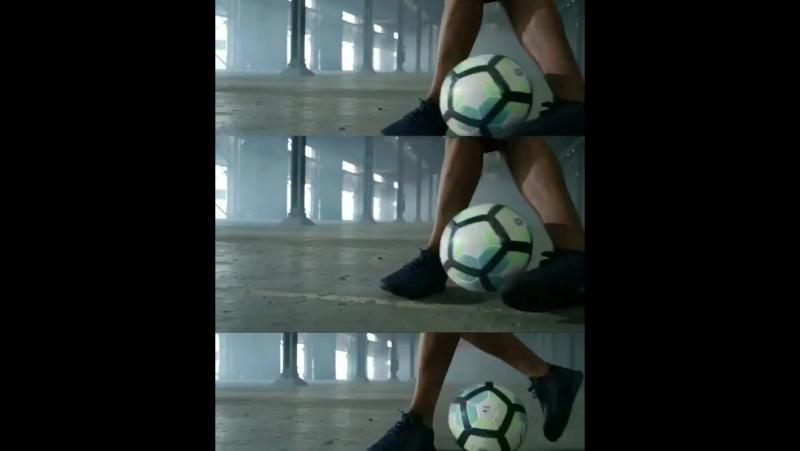 Каждая улица. Каждый город. Каждый трюк. Каждая загрузка. Просто парень, который был счастлив играть в футбол.