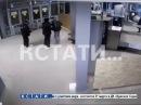 ▶Преступник с ножом попытался напасть на полицейских на Московском вокзале