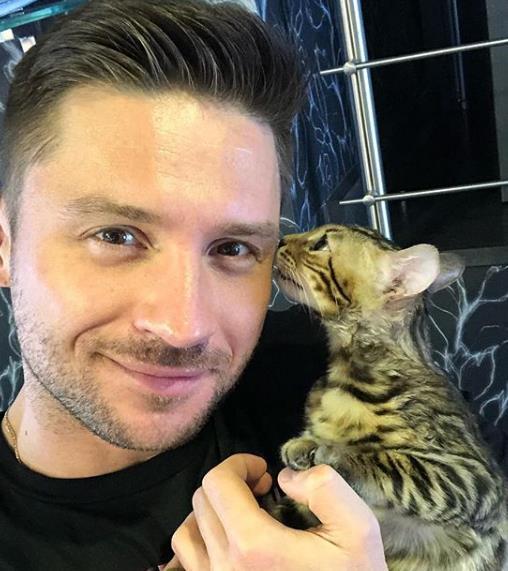 Сергей Лазарев завел себе котика!
