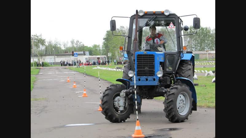 Аристократы учатся водить тракторы