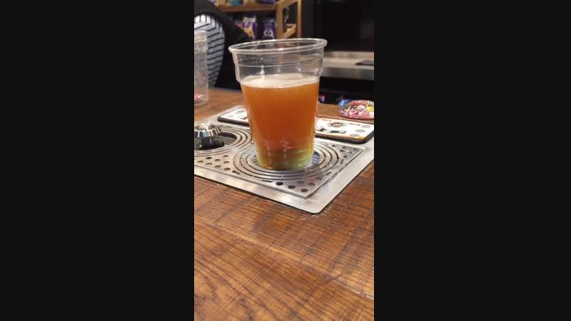 Самонаполняемый стакан на стадионе Тоттенхэма