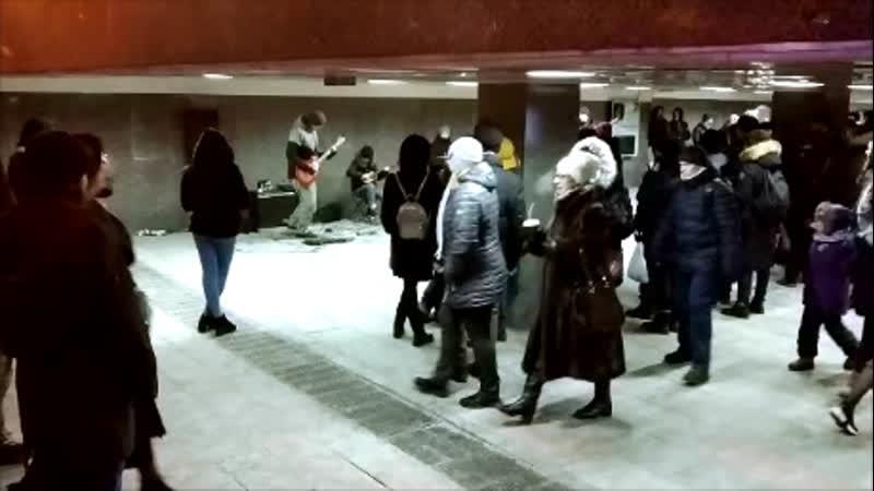 Динамик рвет Русская УрбанаЛайка в Рождество 2019г