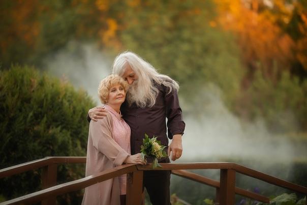 В 70 лет не друзья за тобой ухаживать будут, а жена.