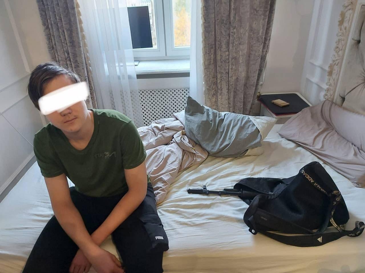 По предварительной информации, 15-летний подросток устроил стрельбы рядом со школой для того, чтобы записать видео для TikTok.