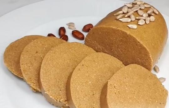 Домашняя халва из семечек, арахиса и мёда